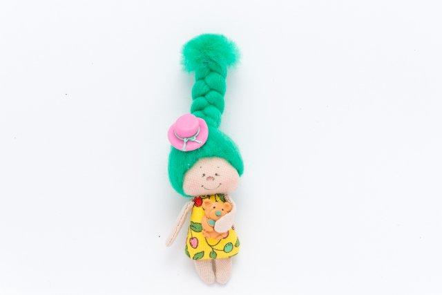Сувенирная кукла. Размеры: Высота 9см ширина 4см